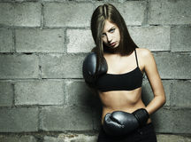 Retrato del boxeo de la mujer joven Fotografía de archivo