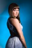 Retrato del brunette hermoso con los ojos azules Fotografía de archivo