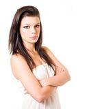 Retrato del brunette hermoso en la alineada blanca. Foto de archivo libre de regalías