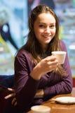Retrato del brunette hermoso joven fotos de archivo libres de regalías