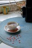 Retrato del café de la mañana del día de tarjeta del día de San Valentín fotos de archivo libres de regalías