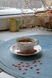 Retrato del café de la mañana del día de tarjeta del día de San Valentín de par en par imágenes de archivo libres de regalías