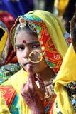 Retrato del camello indio de Pushkar de la muchacha justo Fotos de archivo