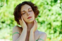 Retrato del cierre hermoso de la muchacha para arriba Foto de archivo libre de regalías