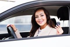 Retrato del conductor feliz de la mujer Fotografía de archivo