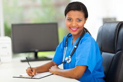 Doctor africano de sexo femenino Imagen de archivo libre de regalías