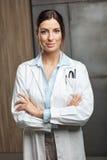 Retrato del doctor de sexo femenino Imágenes de archivo libres de regalías