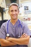 Retrato del doctor de sexo masculino In Emergency Room fotografía de archivo libre de regalías