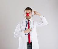 Doctor divertido fotografía de archivo