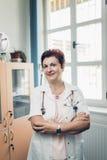 Retrato del doctor experimentado Fotos de archivo libres de regalías