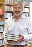 Retrato del dueño masculino de la librería Fotos de archivo