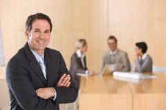 Retrato del ejecutivo de sexo masculino hermoso Imagenes de archivo