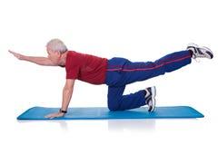 Retrato del ejercicio del hombre mayor Foto de archivo