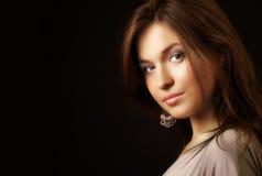 Retrato del encanto de la mujer joven sensual elegante Foto de archivo
