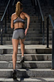 Retrato del entrenamiento femenino joven y hermoso de la aptitud Motivación del deporte Fotografía de archivo