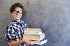 Retrato del escolar adolescente con los libros Imágenes de archivo libres de regalías