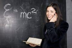 Retrato del estudiante lindo feliz en la sala de clase thinling Fotografía de archivo libre de regalías