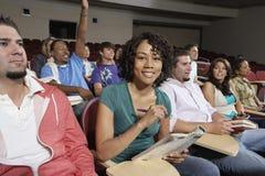 Retrato del estudiante Sitting With Classmates imagen de archivo