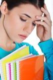 Retrato del estudiante triste joven con el libro de trabajo. Fotos de archivo libres de regalías