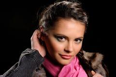 Retrato del estudio de la muchacha atractiva hermosa Fotografía de archivo libre de regalías
