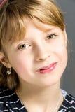 Retrato del estudio de la muchacha hermosa joven Imagen de archivo