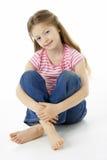 Retrato del estudio de la muchacha sonriente Imagen de archivo libre de regalías