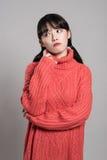 Retrato del estudio de 20 mujeres asiáticas en profunda preocupación Imagen de archivo libre de regalías