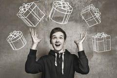 Retrato del estudio de un muchacho del adolescente Emociones de una persona, esperando fotos de archivo