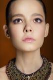 Retrato del estudio del modelo de moda apacible joven fotografía de archivo libre de regalías