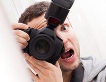 Retrato del fotógrafo de la diversión con la cámara Imágenes de archivo libres de regalías