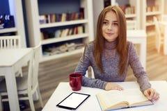 Retrato del gasto joven hermoso del estudiante Imagen de archivo