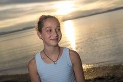 Retrato del gran tiempo de la edad de la playa relajante adolescente de las vacaciones Foto de archivo