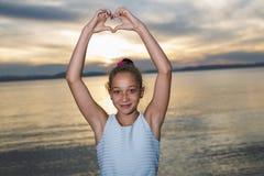 Retrato del gran tiempo de la edad de la playa relajante adolescente de las vacaciones Imagen de archivo
