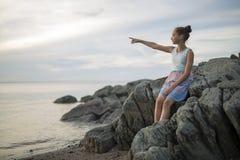 Retrato del gran tiempo de la edad de la playa relajante adolescente de las vacaciones Fotos de archivo