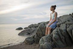 Retrato del gran tiempo de la edad de la playa relajante adolescente de las vacaciones Fotografía de archivo libre de regalías