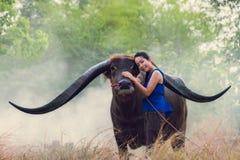 Retrato del granjero tailandés de la mujer joven fotografía de archivo libre de regalías