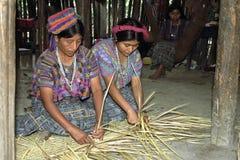Retrato del grupo de trenzar a mujeres indias guatemaltecas Imagen de archivo libre de regalías