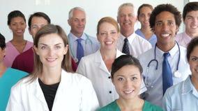 Retrato del grupo del personal médico almacen de video