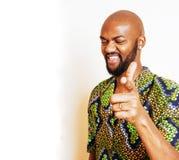 Retrato del hombre africano hermoso joven que lleva nati verde claro Fotos de archivo