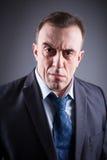 Retrato del hombre brutal en un traje de negocios Fotos de archivo