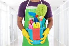 Retrato del hombre con el equipo de la limpieza Fotos de archivo