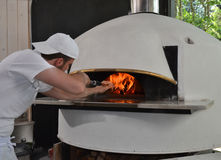 Retrato del hombre de la pizza panadero Fotografía de archivo libre de regalías