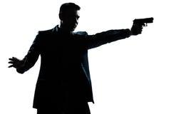 Retrato del hombre de la silueta con apuntar del arma Imágenes de archivo libres de regalías