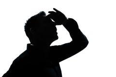 Retrato del hombre de la silueta que mira para arriba adelante gesto Imagenes de archivo