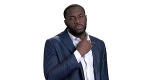 Retrato del hombre de negocios africano confiado almacen de metraje de vídeo