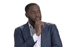 retrato del hombre de negocios afroamericano pensativo almacen de video