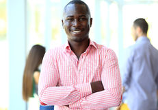 Retrato del hombre de negocios afroamericano sonriente Imagen de archivo libre de regalías