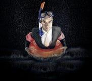 Retrato del hombre de negocios con el equipo de buceo en agua Imágenes de archivo libres de regalías