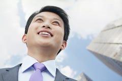 Retrato del hombre de negocios orgulloso y ambicioso Looking Up Fotografía de archivo libre de regalías