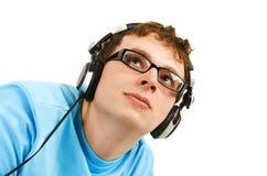 Retrato del hombre en camisa azul con los auriculares Foto de archivo libre de regalías